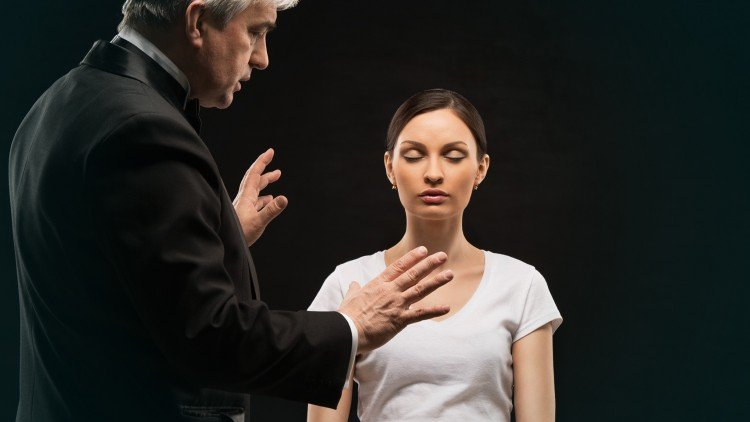 Hipnosis tidak seperti yang Anda lihat di TV - Yang miskin edukasi