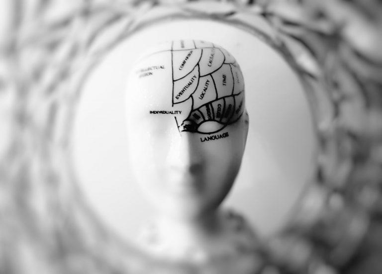 Mengendalikan pikiran orang dengan Conversational Hypnosis